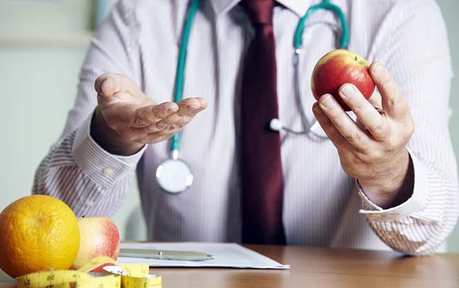 Cuidado: Falsos nutricionistas dan tratamiento por redes sociales para bajar de peso y brindan consejería para pacientes Covid-19