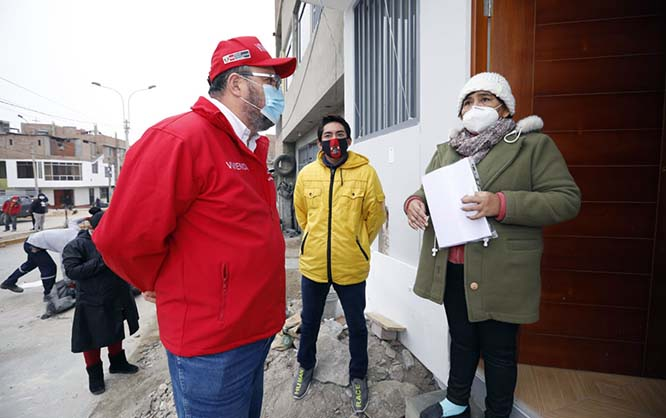 MVCS entrega dos viviendas completamente reconstruidas a familias damnificadas de Villa El Salvador