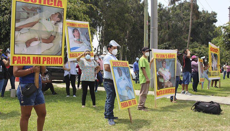 Familiares reclaman justicia en la puerta de Clínica Montefiori por dejar en coma a paciente